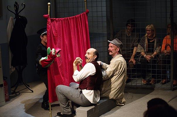 Création du TMG Déambulation théâtrale pour acteurs et marionnettes imaginée par: Guy Jutard, Claude Inga Barbey et René Delcourt Mai 2015