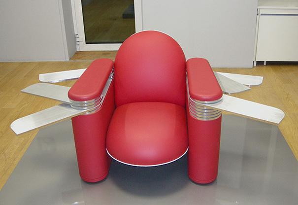 L trange mais inoffensif fauteuil couteau suisse de - Fauteuil massant suisse ...