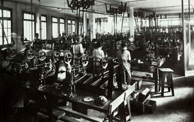 photo ancienne d'un atelier de l'usine kugler